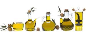 Оливковое масло, разлитое по красивым емкостям