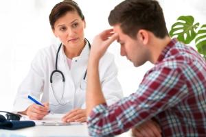 Аспермию могут лечить разные врачи, в зависимости от причин возникновения болезни