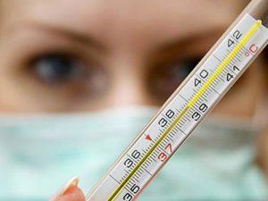 Один из симптомов донованоза — повышение температуры.