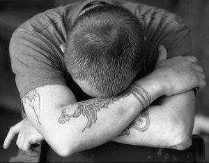 Ломка — явный признак любой наркотической зависимости