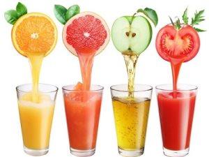 Свежевыжатые соки летом очень полезны для организма в целом
