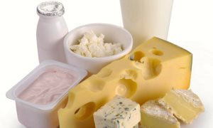 Сыр и творог с небольшой жирностью очень полезны для организма мужчины за 60