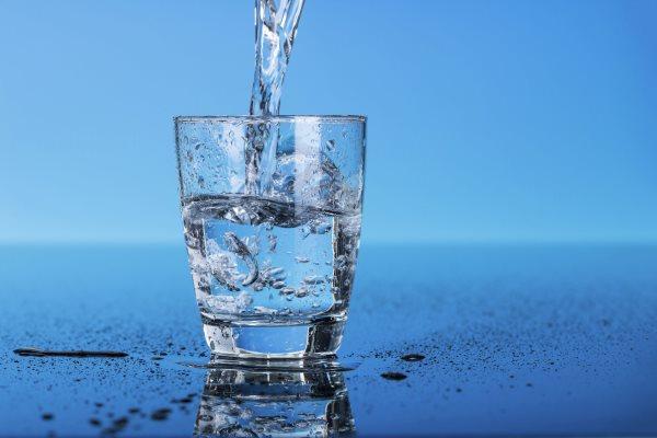 Вода — жизнь. В летнее время воды нужно пить много, особенно мужчинам