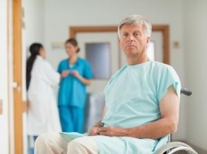 Мужчина в коляске - иллюстрация к статье о симптомах всех стадий рака простаты