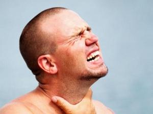 Каковы признаки и симптомы рака гортани у мужчин?