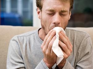 Сухой кашель - один из симптомов гака гортани у мужчин