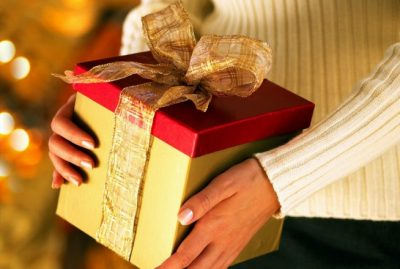 Что подарить девушке подруге