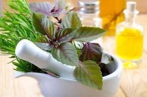 Народные средства: травы, настойки, ванночки