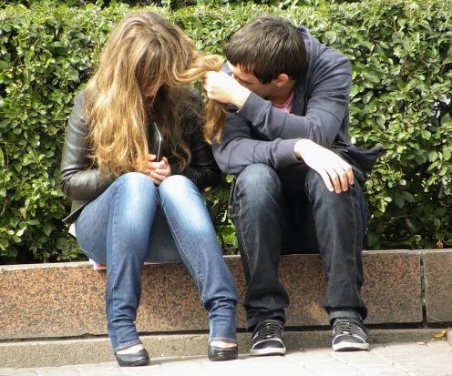 Девушка с парнем в школе